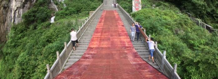 红牛天门山999级台阶超级速降